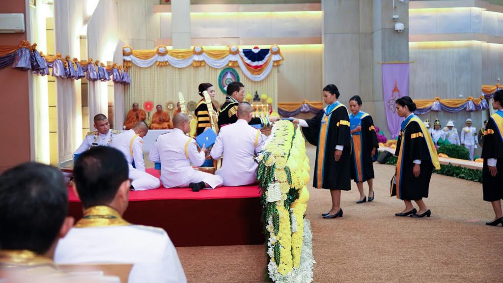 พิธีรับพระราชทานปริญญาบัตร ผู้สำเร็จการศึกษาปีการศึกษา 2559-2560 ประจำปี พ.ศ. 2563